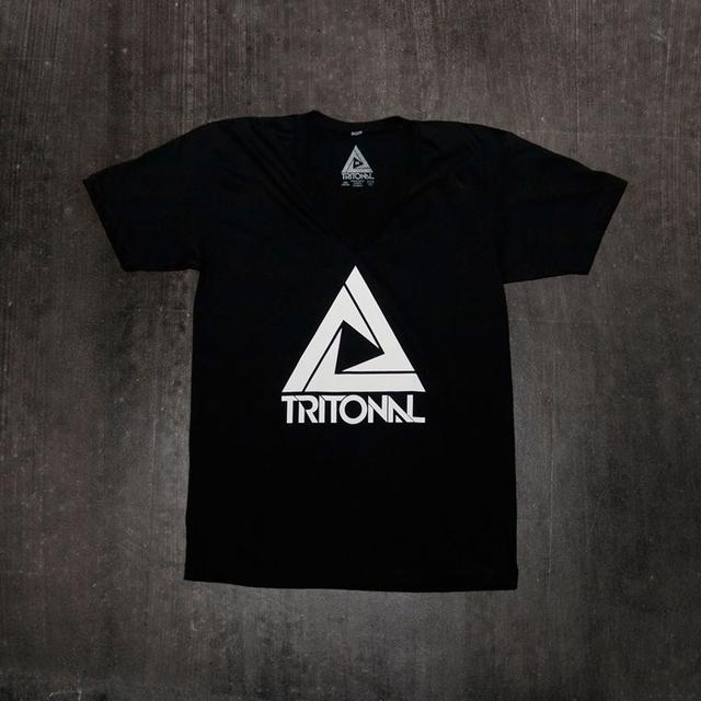 TRITONAL LOGO V-NECK | BLACK